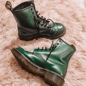 Dr. Martens Shoes - Hunter green dr. Martens